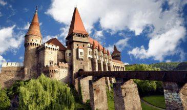 Corvinesti Castle