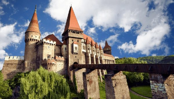 Corvinesti Castle - Halloween in Transylvania